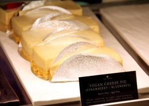 Vegaanista juustokakkua.