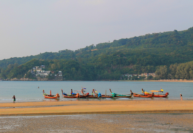 veneitä kamalan rannalla