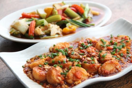 Klong Ninnissä rannalla sijaitsevan Miami-ravintolan annokset olivat hyviä ja miljöö kiva.