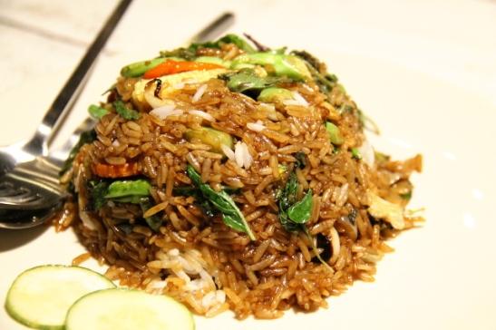 Paistettu riisi Kantiangin rannalla.