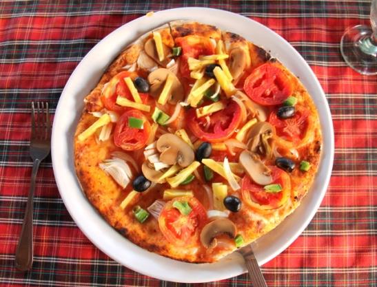 Pra Aen Mr Ween pitsoja on kehuttu. Oli tämäkin ihan ok juustottomaksi vegaanipitsaksi, mutta ei mitään napolin marinaraa.