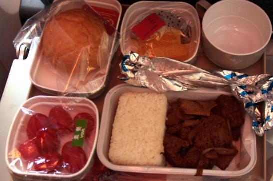 Air Chinan ruokatarjotin matkalla Pekingistä Los Angelesiin.