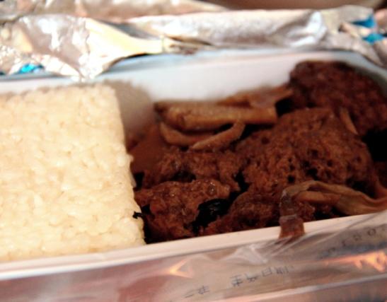 Air Chinalla oli mahtava ruokayllätys - mahtavasti maustettua seitania ja sieniä. Seitan oli ihan samanlaista kuin Ruotsissa purkissa myytävä Kinafärs.