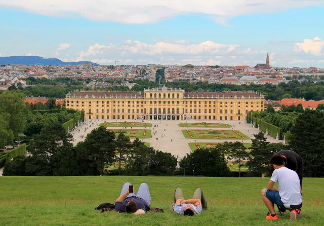 Schönbrunnin palatsi.