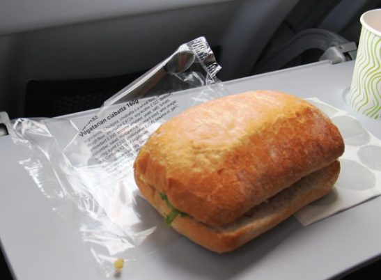 Vegetarian ciabatta Helsinki-Lontoo -välillä Finnairin lennolla.