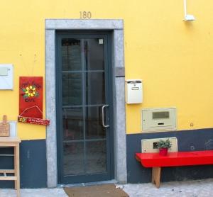 Dona Florin ovi ihan Sapato Verden nurkilla.