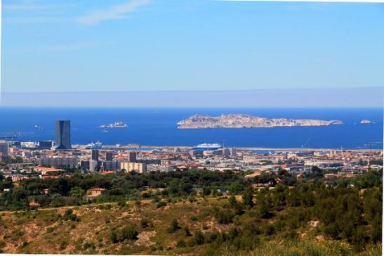 Näköala Marseilleen ja Ile de Frioulin ja Ile d´Ifin saarille.
