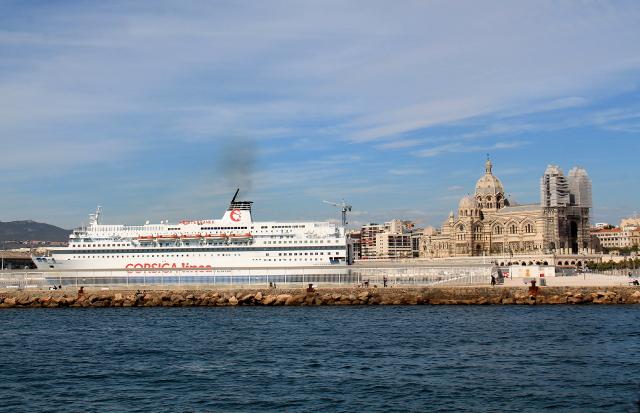 Kiehtovaa miten Marseillesta näköjään lähtisi laivoja Korsikalle.