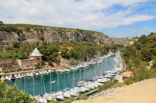 Calanque de Port Miouhun on puolen tunnin kävelymatka Cassisin keskustasta.