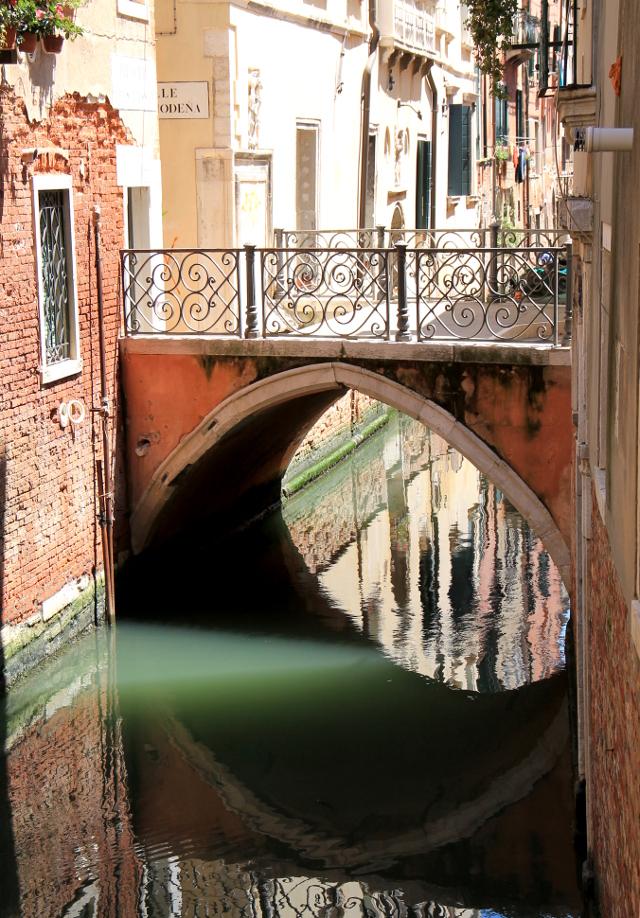 silta pienen kanaalin yli