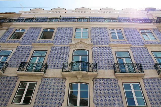 sinikaakelinen talon seinä