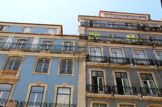 sinikaakeliset talot
