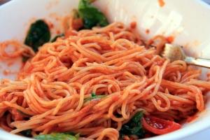 Marseillen Vapianossa syöyty tomaattispagetti. Vapiano on helppo ravintola, joita löytyy ympäri Euroopan.