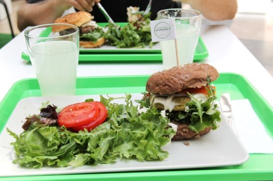 Veganan burgerin annos. Sämpylä oli sentään kuohkea eikä kova niinkuin monissa ravintoloissa.