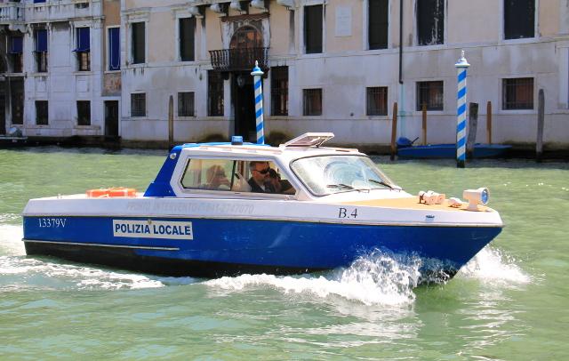 Venetsialainen poliisivene.