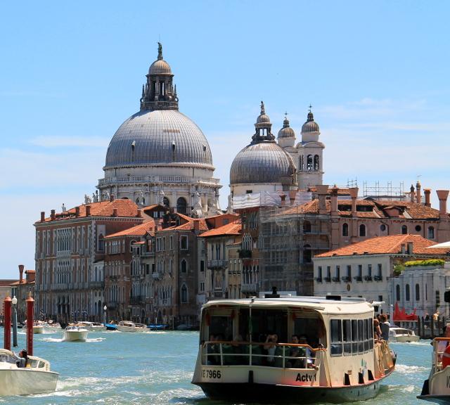 yksi venetsian kirkoista