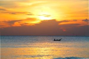 Viime talvena tuli katsottua ihan liian vähän auringonlaskuja Koh Lantalla.