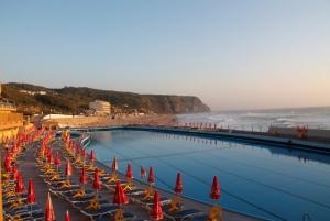 Hotel Arribasin uima-allas on rannalla.