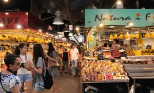 La Boquerian etuosassa myydään hedelmämehuja.