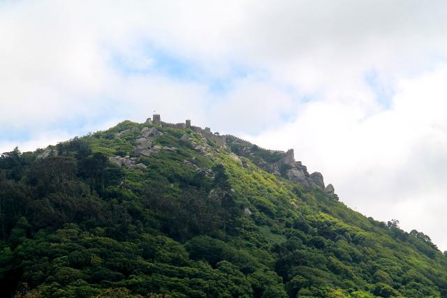 Maurilaislinnan muurit näkyvät Sintrassa kauas.