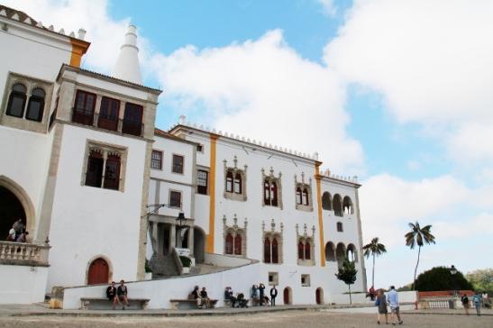 Palacio Nacional, jonka luona parveili aasialaisturisteja.