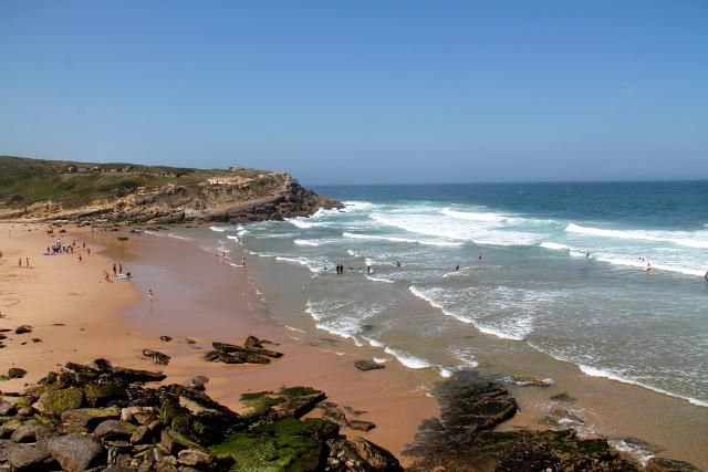 Praia das Macas pohjoisesta etelään katsottuna.