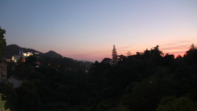 Rautatieaseman vieressä oleva laakso. Vasemmalla näkyy Palacio Nacionale.
