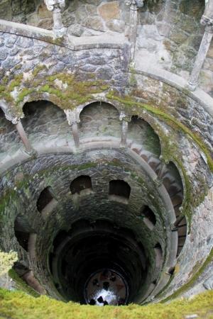 sisäänpäinkääntynyt torni