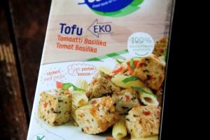 Tämä tofu on surkeasti valmismaustettua ja vaatii uudelleenmaustamisen.