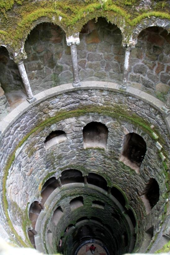 Quinta da Regaleiran sisäänpäinkääntynyt torni Initiation Well.
