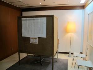 Äänestyskoppi Suomen suurlähetystössä Bangkokissa 2014.