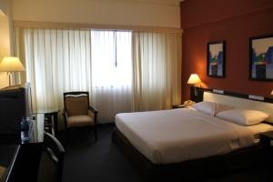 Huoneeni Chiang Mai Hill 2000:ssa ei ole niin raikas kuin R1:n huone ja kukkuloitakaan ei näe ikkunasta niin hyvin.