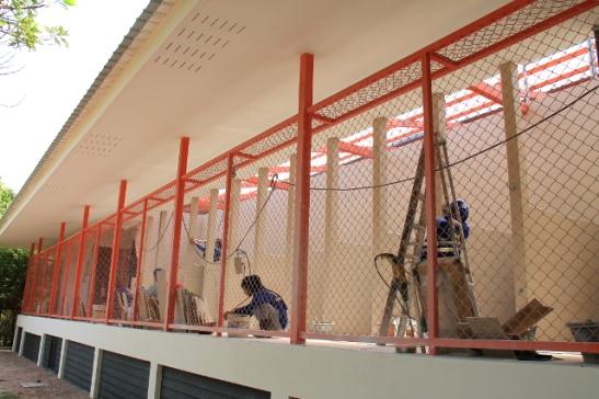 Kenneleiden rakentamista uuden eläinsairaalan yhteyteen.