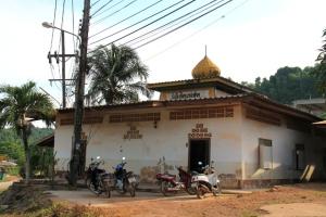Yksi Koh Lantan monista moskeijoista.