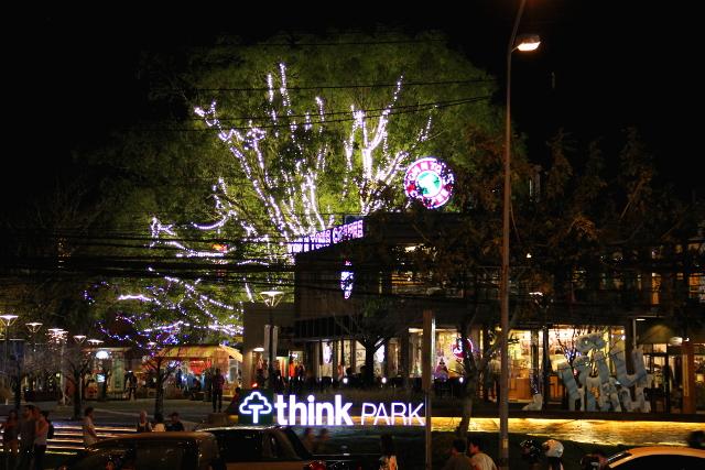 Think Park on taiteellinen ja vähän ylellisempi pikkukauppojen alue Nimmanhaemenilla.