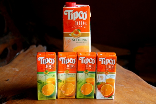 Olenpa touhunnut muun muassa Tipcon appelsiinimehujen makuvertailua. Niiltä kun löytyy paitsi tangeriini- että mandariinimehut, myös appelsiinimehuja ainakin neljästä eri lajikkeesta. Niistä testasin kolme: shogun-, si thong- ja sai nam phuen -laijkkeiden mehut. Valencia jäi testista pois.