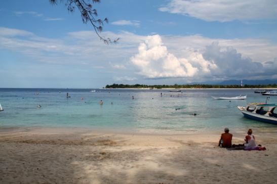 Gili Trawanganin itärannalta näkyy viereinen Gili Menon saari.