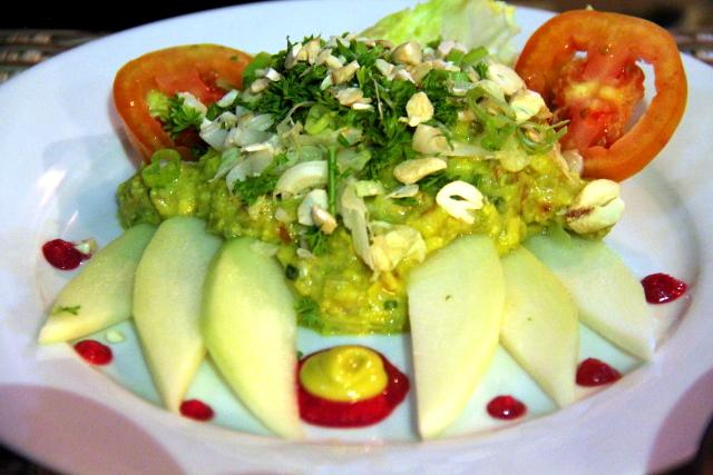 The Mexican Kitchenin guacamolesalaatti.