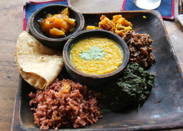 Kafen Indian Plate maksoi 75,000 rupiaa eli 5,2 euroa. Ei Indonesiassa pitäisi olla sen hintaista.
