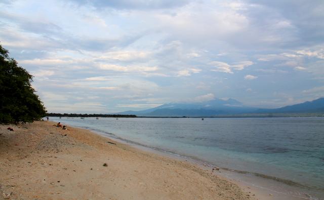 Lombokin iso saari taustalla.