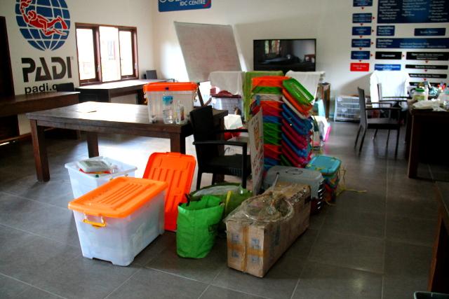 Liikkuvan kissaklinikan kamoja pakattuja valmiina liikkumaan seuraavaan paikkaan.