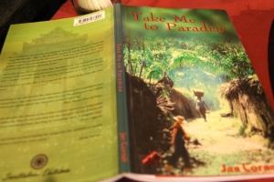 Balilla lukemani kirja, jossa kuvattiin lyhyesti sitä miten australialaisnaiset menevät Balille miesten perässä.