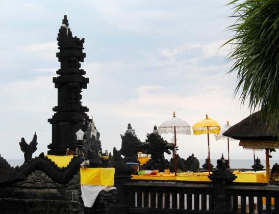 temppelia-keltaisine-varjoineen