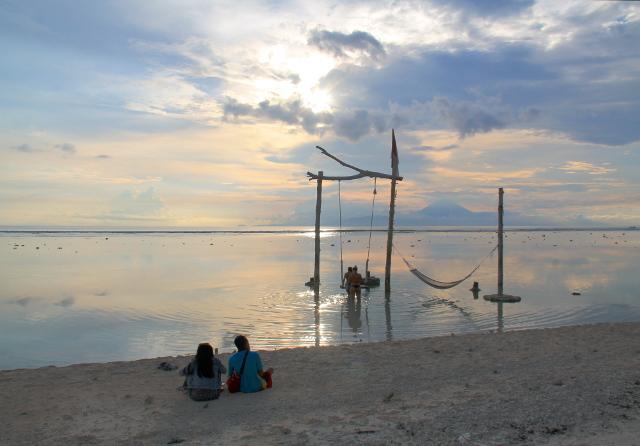 Auringonlaskua varten pitää mennä saaren rauhalliselle länsirannalle.