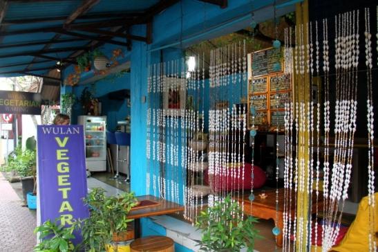 Warungit eivät perinteisesti näytä yhtään tämmöiseltä tyylikkäältä kuten Wulan Vegetarian.