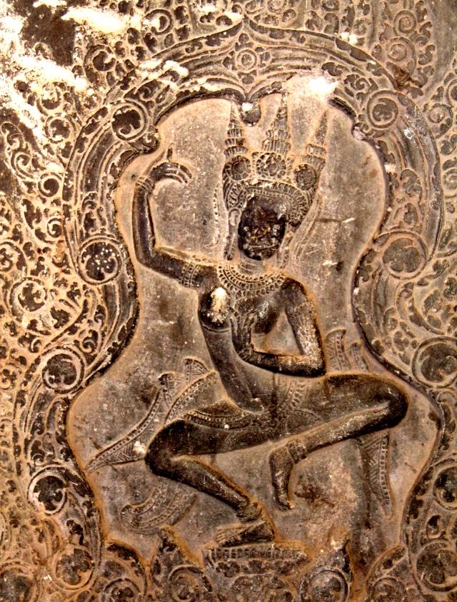 Angkor Watin seinäkaiverruksissa oli paljon näitä apsaratanssijoita.