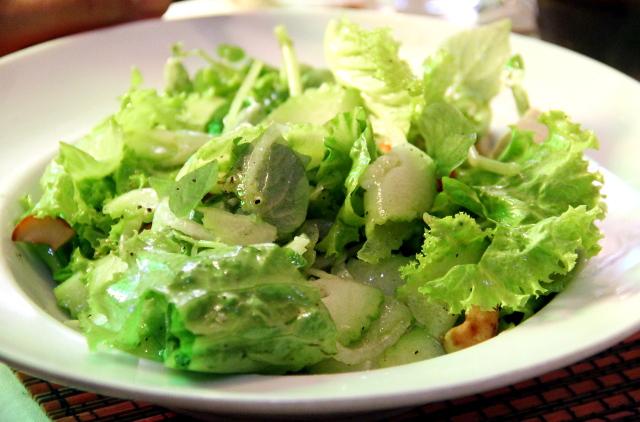 Salaattia ei kuitenkaan kannata Chamkarissa tilata, koska ei tällaiset salaatinlehdet riitä ateriaksi.