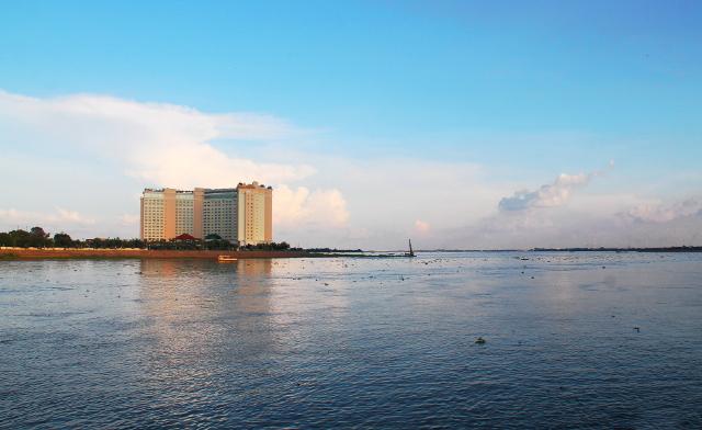Tonlé Sapin ja Mekongin yhtymäkohta Sokha-hotellin vieressä.