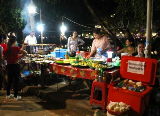 Kambodzan ruokakojut olivat hyvin samanlaisia kujin Thaimaassa.