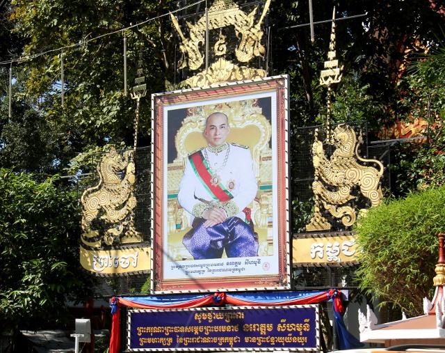 Kambodzassa oli suuria kuninkaankuvatauluja samaan tapaan kuin Thaimaassakin.